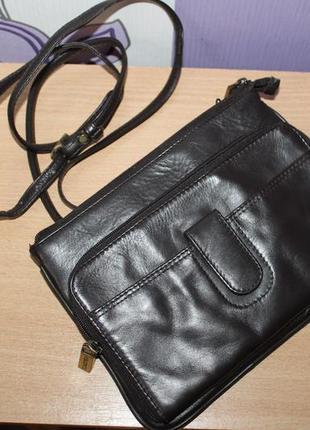 Фирменная кожаная сумка темно коричневого цвета visconti