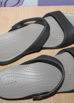 Босоножки шлепанцы crocs dual comfort w8