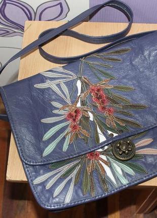 Интересная кожаная сумка с цветами