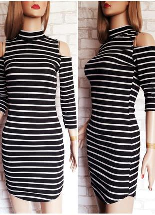 Платье в черно белую полоску boohoo