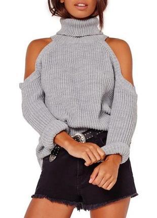 Вязаный свитер оверсайз. свитер открытые плечи