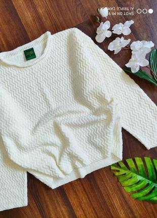 Белый вязаный свитер. свитер оверсайз