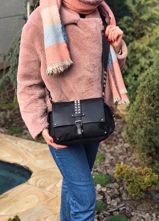 Женская кожаная сумка чёрная через на плечо с широким ремешком...