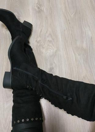 Женские ботфорты черные на низком каблуке завязки