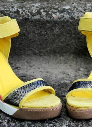 Женские босоножки маранти жёлтый