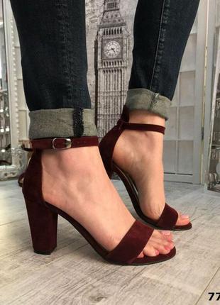 Босоножки женские замшевые на квадратном каблуке марсала