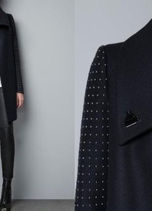 Пальто zara с заклёпками на рукавах