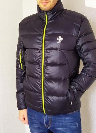 Мужская куртка в спортивном стиле.