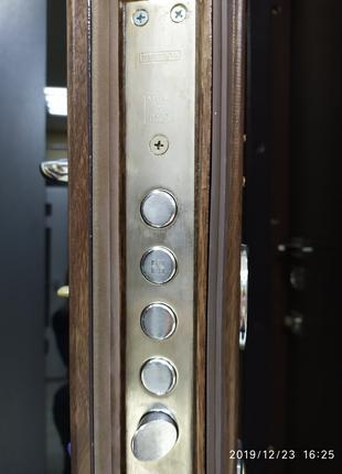 Входные бронированные двери от ТМ Аплот