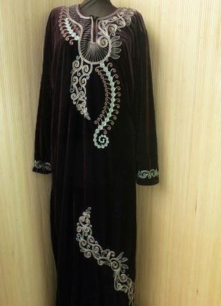 Длинное велюровое платье с вышивкой / галабея / абая