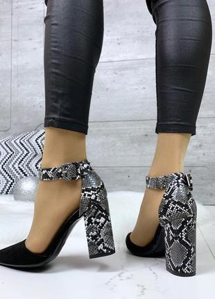 Шикарные черные туфли на змеином каблуке
