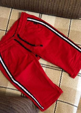 Красные мужские шорты