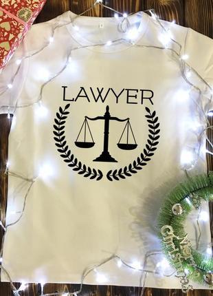 Мужская футболка с принтом - юрист