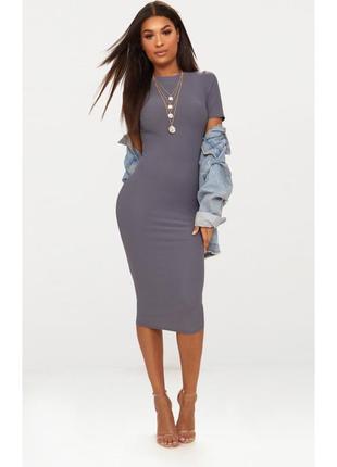 Серое платье силуэтное, по фигуре ниже колена короткий рукав