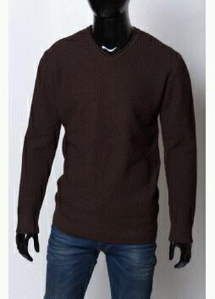 Мужской свитер большого размера.