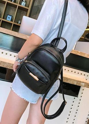 Небольшой черный аккуратный рюкзак
