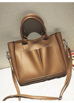 Стильная коричневая вместительная сумка среднего размера
