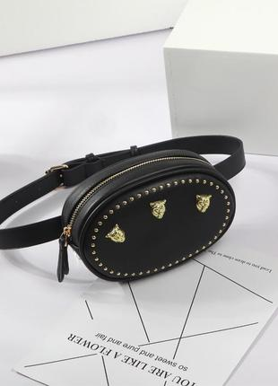 Стильная черная сумка на пояс, бананка с заклепками, леопардами