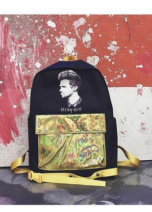 Крутой черный рюкзак с золотым карманом