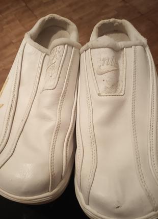 Кроссовки без пятки,бренд.