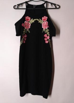 Подростковое платье черное открытые плечи с вышивкой нашивками...