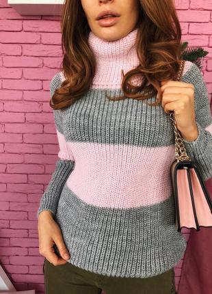 Вязаный свитер из мягкой пряжи