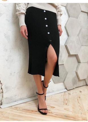 Трикотажная юбка миди с разрезом на пуговицах