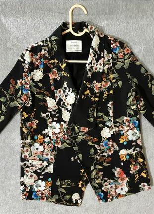 Пиджак - накидка bershka в цветочный принт