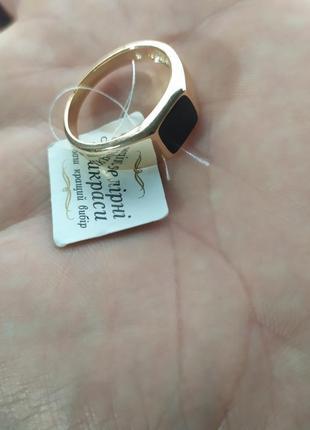 Кольцо позолоченное с черным камнем