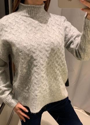 Тёплый свитер с горлом reserved есть размеры