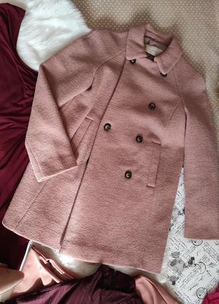 Двухбортное короткое пальто на подкладке пудровой цвет