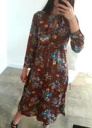 Сатиновое миди платье в цветы