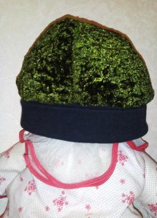 Утепленая зеленая шапочка
