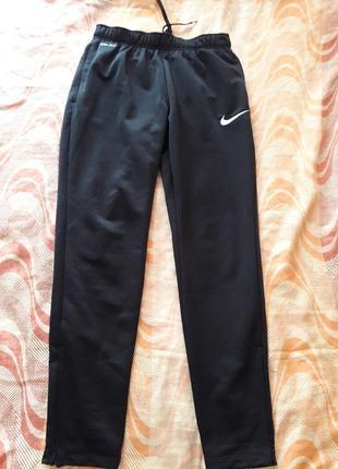 Спортивные чёрные штаны фирменные nike