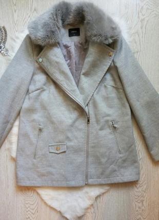 Деми теплое серое пальто короткое с меховым воротником на запа...