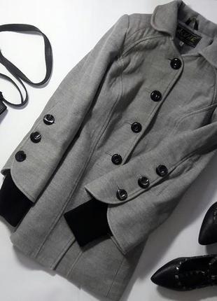 Серое базовое пальто с интересным рукавом