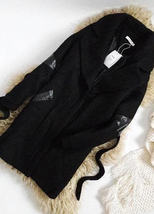 Шерстяное теплое пальто под пояс со вставками