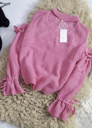 Трендовый свитер с чокером и завязки на рукавах