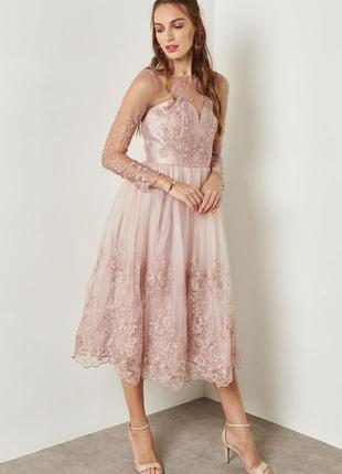 Шикарное платье, пыльно розовое с вышивкой, миди. выпускное. в...
