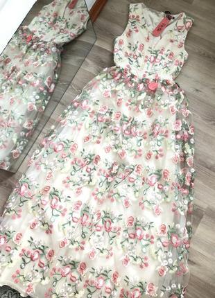 Невероятной красоты платье макси с вышивкой  на сеточке.