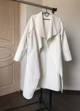 Шикарное пальто миди нежно молочного цвета