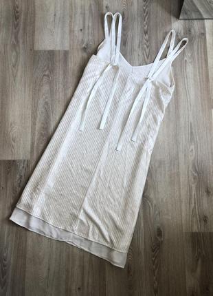 Платье в бельевом стиле с завязками