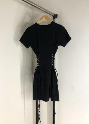 Платье-футболка с завязками {корсетом} по бокам