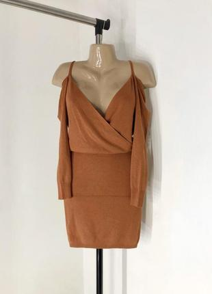 Вязанный костюм : юбка и топ с открытыми плечами