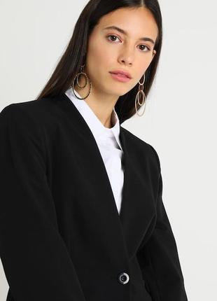 Брендовый демисезонный черный пиджак жакет блейзер с карманами...