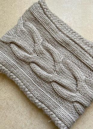 Вязаный шарф, снуд, хомут бежевого цвета