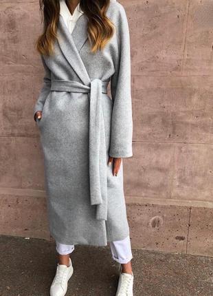 Красивое кашемировое пальто длины миди