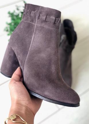 Женские замшевые ботинки деми цвет капучино 💥