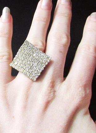 🏵потрясающее нарядное кольцо в стразах, безразмерное, новое! а...