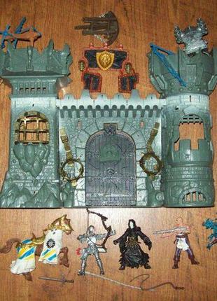 Игровой набор: средневековая крепость, рыцари, чародеи, драконы